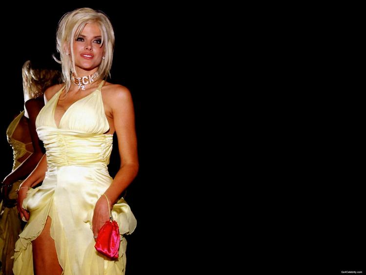 Anna Nicole Smith Sexy Dress Sizzling Pic