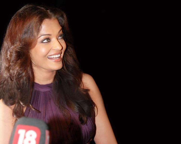 Aishwarya Rai Cute Smiley face Still