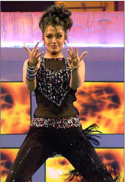 Aishwarya Rai Rock On Performance Still
