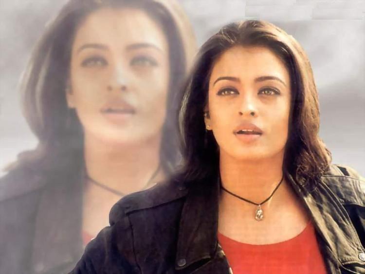 Aishwarya Rai Senseous Look Wallpaper