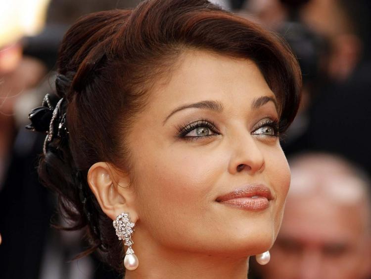 Aishwarya Rai Sexy Eyes Look Still