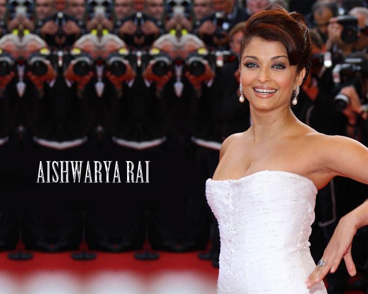 Aishwarya Rai Sexy Pose at Cannes