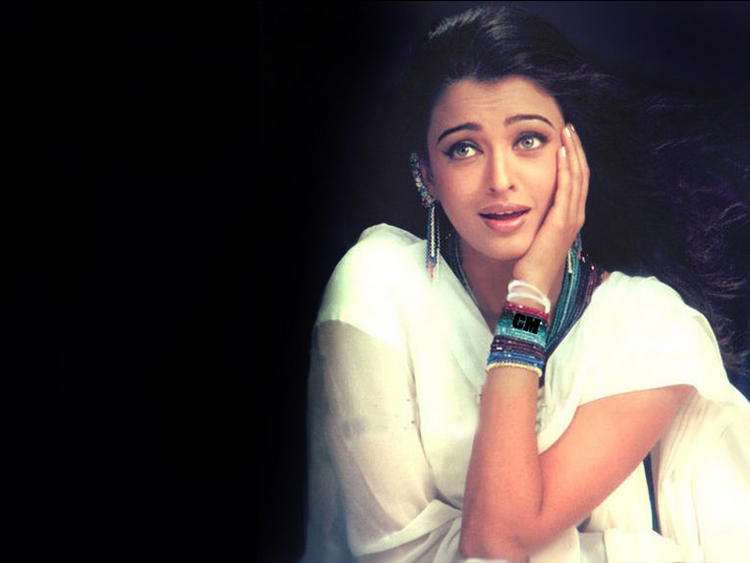 Aishwarya Rai Spicy Romantic Look Still