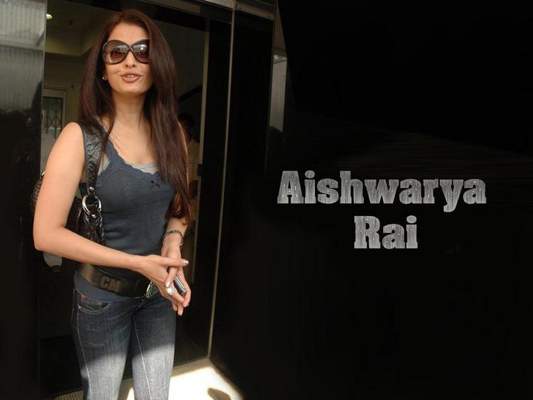 Aishwarya Rai Stylist Stunning Wallpaper