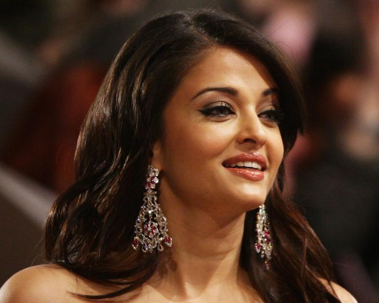 Aishwarya Rai Sweet Smile Gorgeous Photo