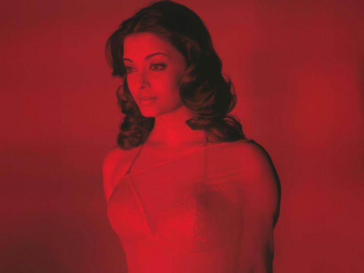 Aishwarya Rai in Transparent Saree Senseous Pic