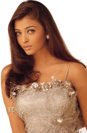Sexy Star Aishwarya Rai Nice Cool Look Still