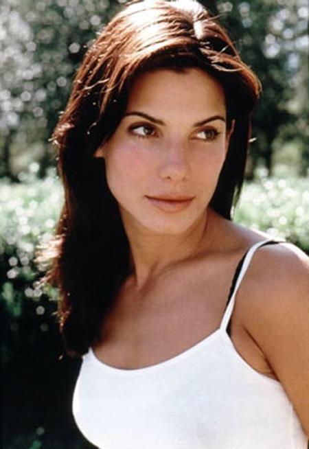 Sandra Bullock Hot Stunning Look Pic