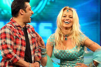 Pamela and Salman Smiling Pic at Bigg Boss