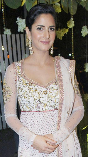 Katrina Kaif Simple Look In Full Sleeve Dress