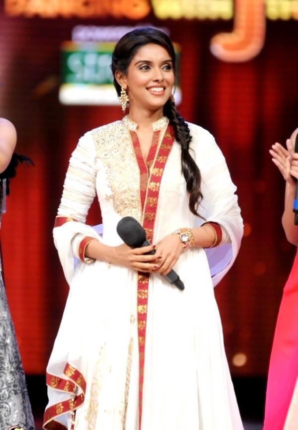Asin At Jhalak Dikhhla Jaa Season 5 To Promote Bol Bachchan