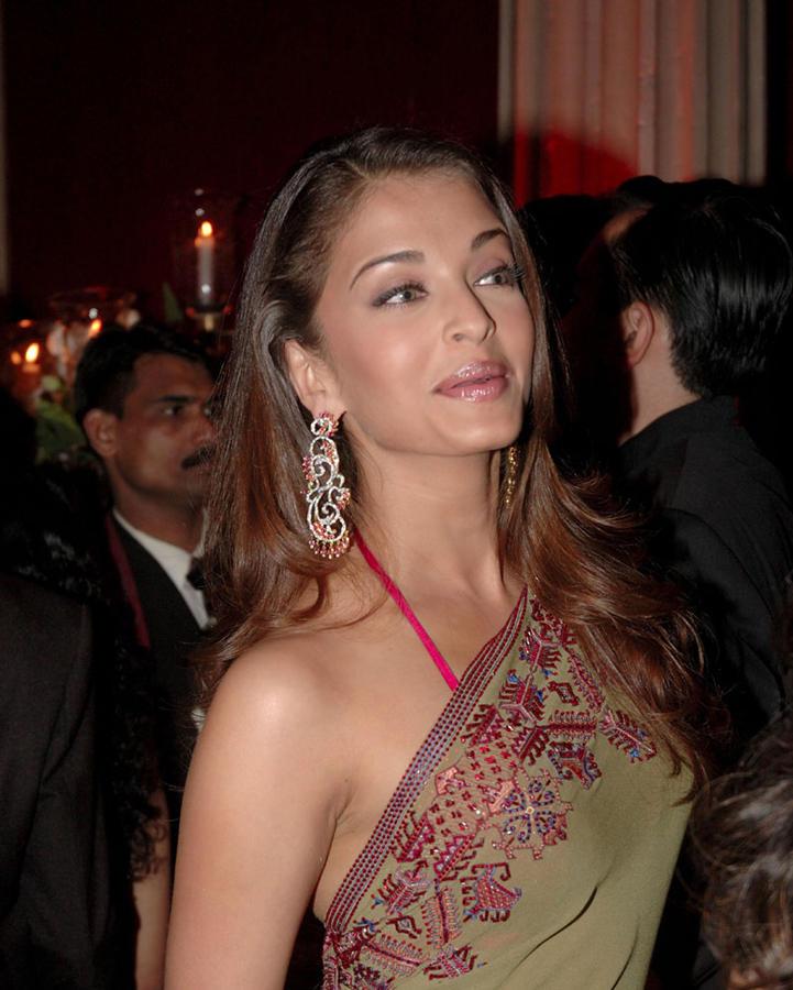 Aishwarya Rai Glamour Still In Saree