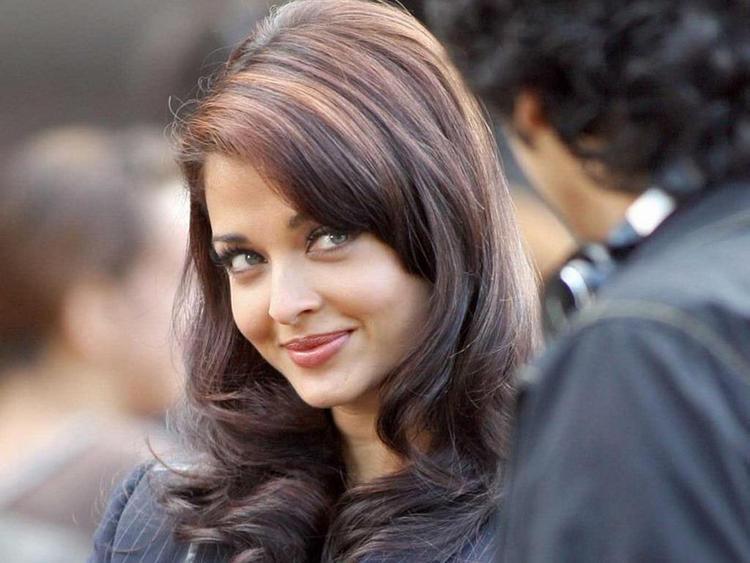 Aishwarya Rai Very Cute Look Still
