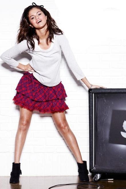 Selena Gomez Cute Pose Photo Shoot