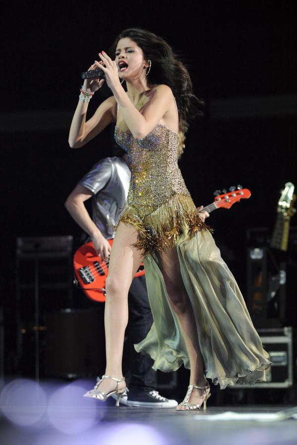 Selena Gomez Performs Live at the Molson