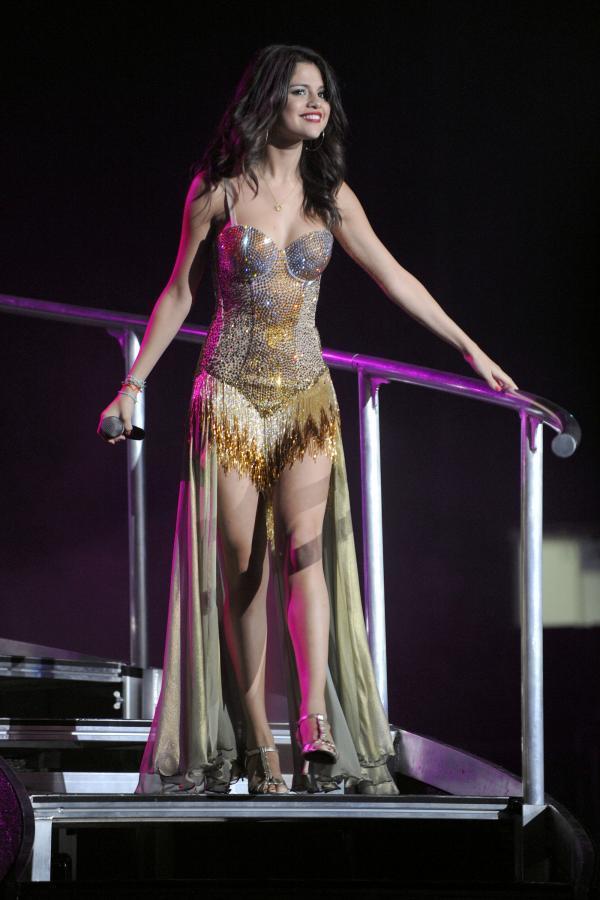 Selena Gomez Performs in Toronto