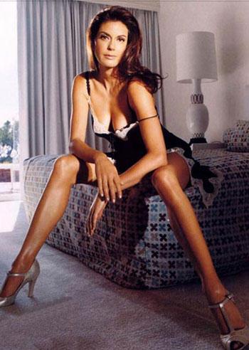 Teri Hatcher Latest Sext Pose Photo Shoot