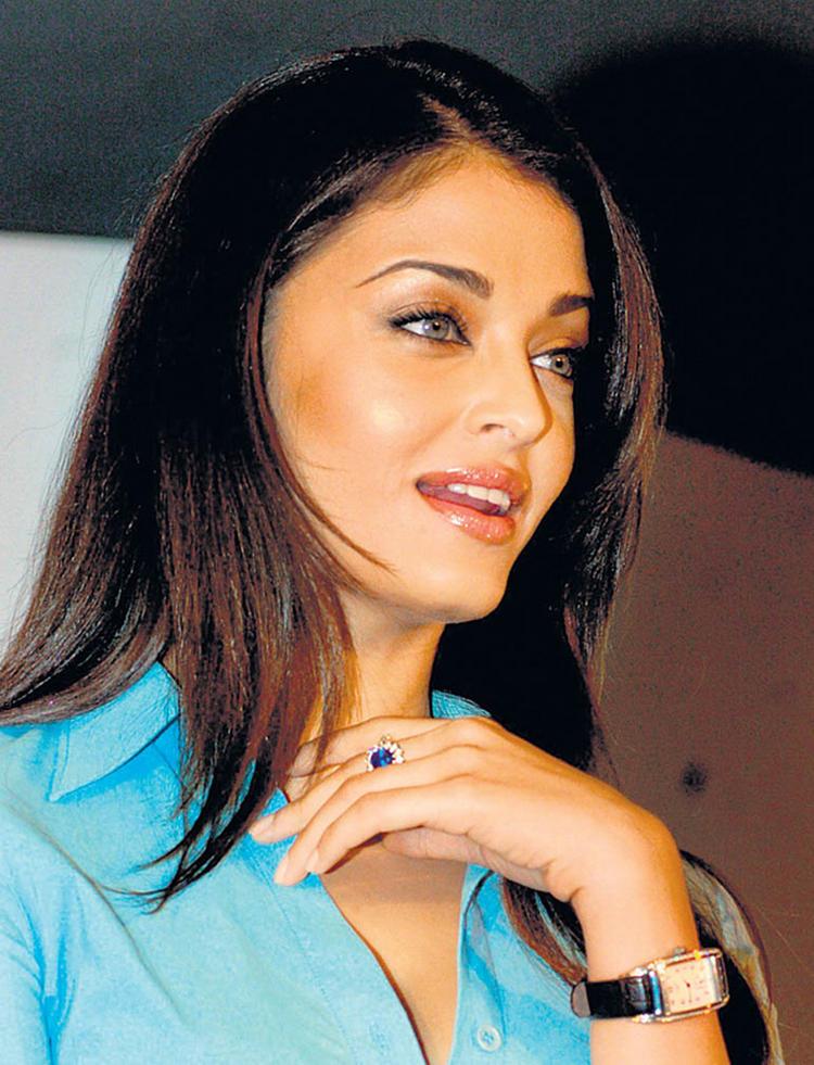 Aishwarya Cute Lips Pose Still