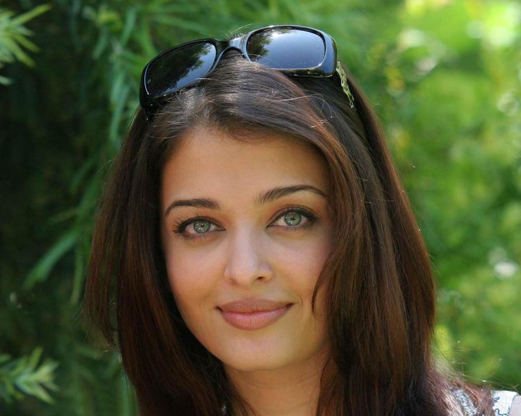 Aishwarya Rai Green Eyes Look nice Pic