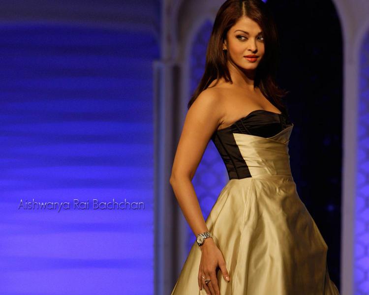 Aishwarya Rai Hot Stylist Look In Gown
