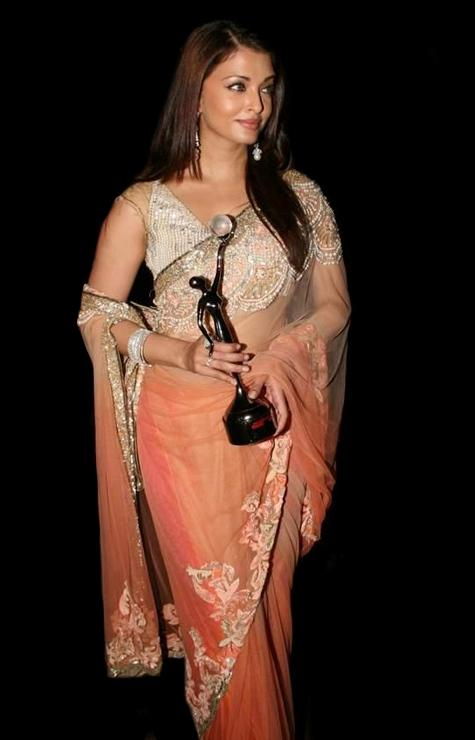 Aishwarya Rai Latest Pic With Award