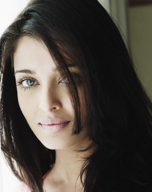 Green Eyes Beauty Aishwarya Still