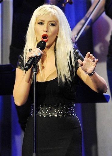 Christina Aguilera Singing Pic
