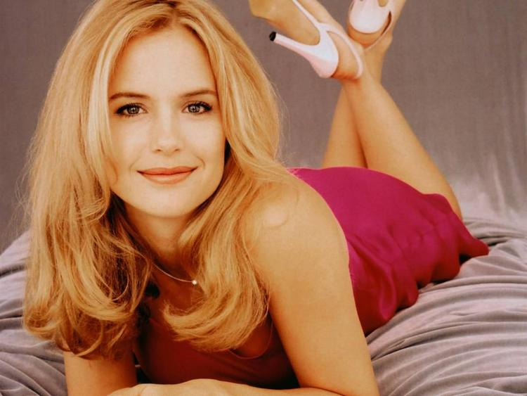 Kelly Preston Smiling Face Sexy Pose Photo Shoot