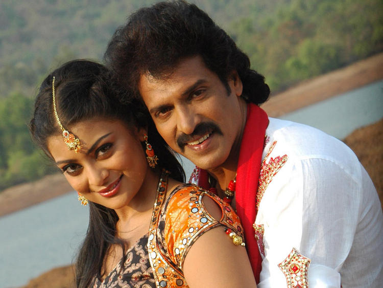 Upendra and Soundarya Smiling Pose In Kannada Movie God Father