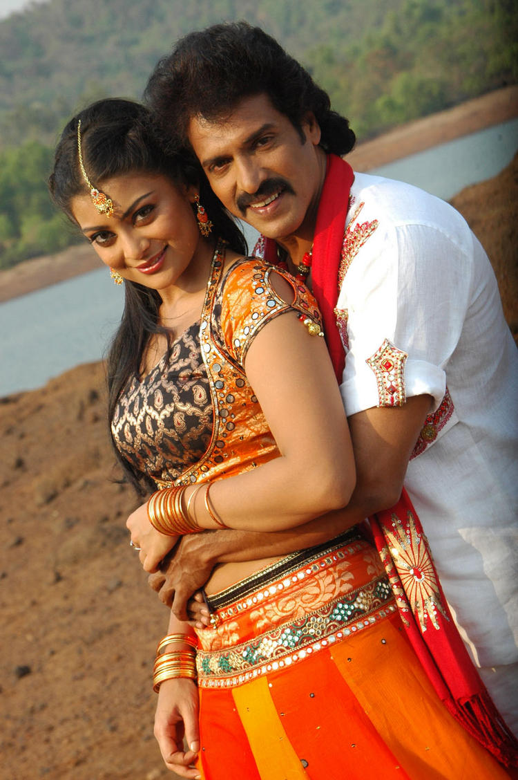 Upendra and Soundarya Swetest Pose In God Father