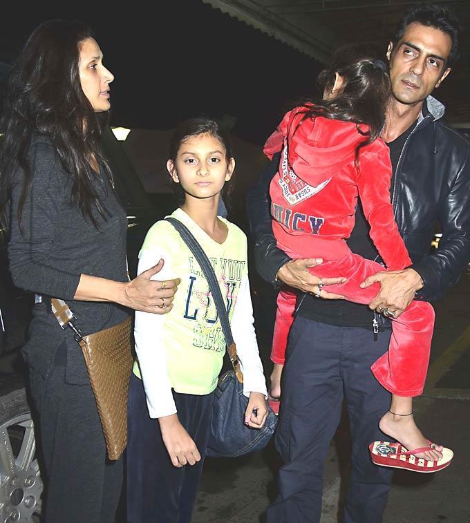 Arjun Rampal and Mehr Jesia with Daughters Mahikaa and Myraa at Mumbai Airport