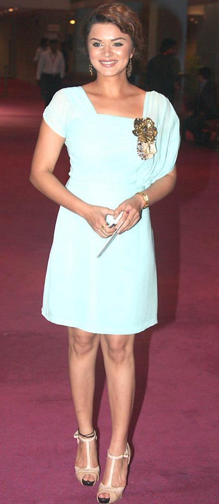 Aashka Goradia Short Dress Still at SAB Ke Anokhe Awards 2012