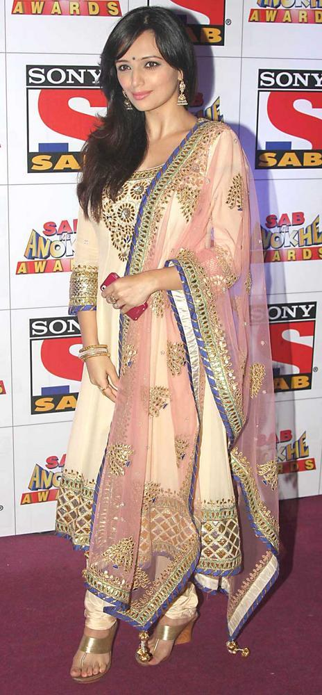 Roshni Chopra Simple Look at SAB Ke Anokhe Awards 2012