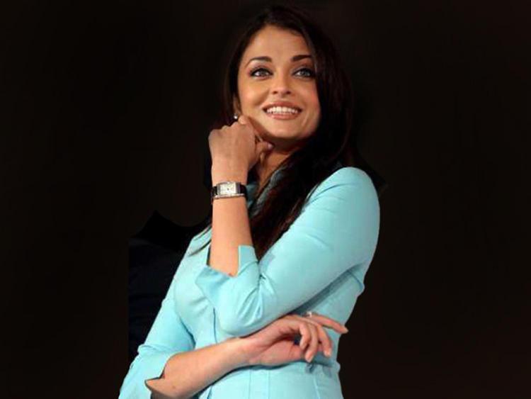 Aishwarya Rai Cute Smile Pic