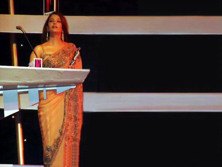 Aishwarya Rai Latest Pic On Stage