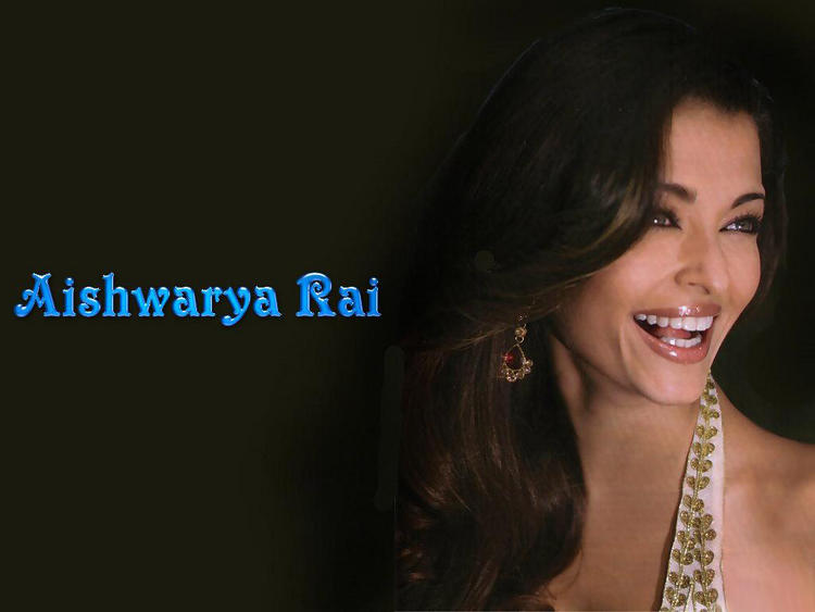 Aishwarya Rai Open Smiling Pose Wallpaper