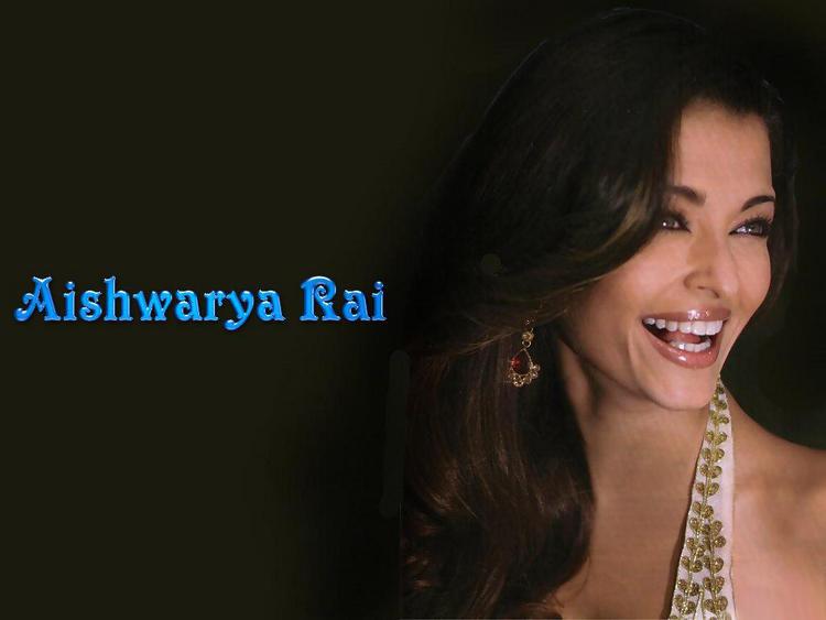 Aishwarya Rai Open Smiling Pose Wallpaper