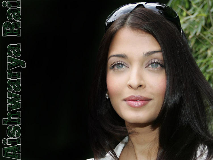 Aishwarya Rai Sweet Glowing Face Look Still