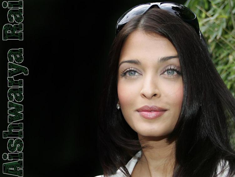 Aishwarya Rai Sweet Glowing Face Look Still