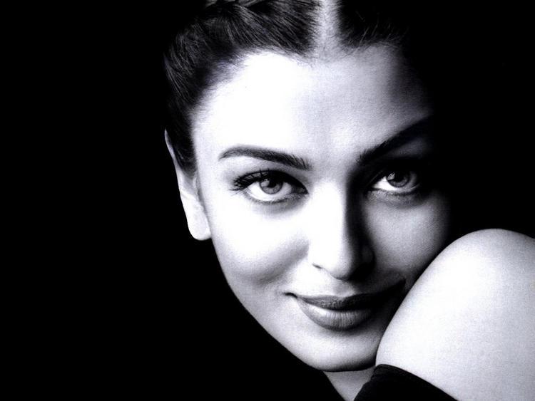 Aishwarya Rai Sweet Sexy Look Still