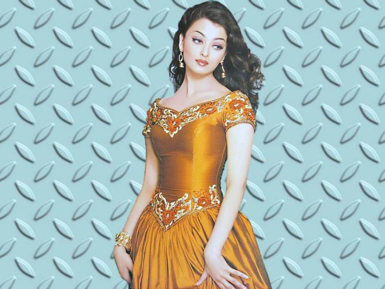 Cute Aishwarya Rai Lovely Beautiful Look Still