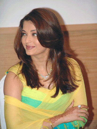 Glamour Actress Aishwarya Rai Very Nice Pose Still