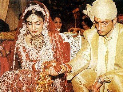 Raveena Tandon and Anil Thadani Marriage Picture In Traditional Hindu Style