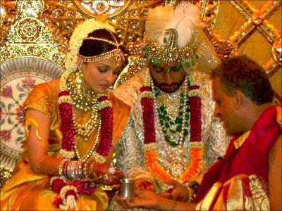Sexy Queen Aish and Abhi Marriage Latest Still