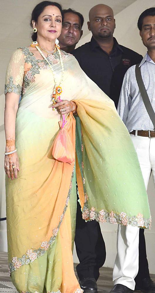 Hema Malini Spotted at Pre Wedding Mehendi Of Esha Deol