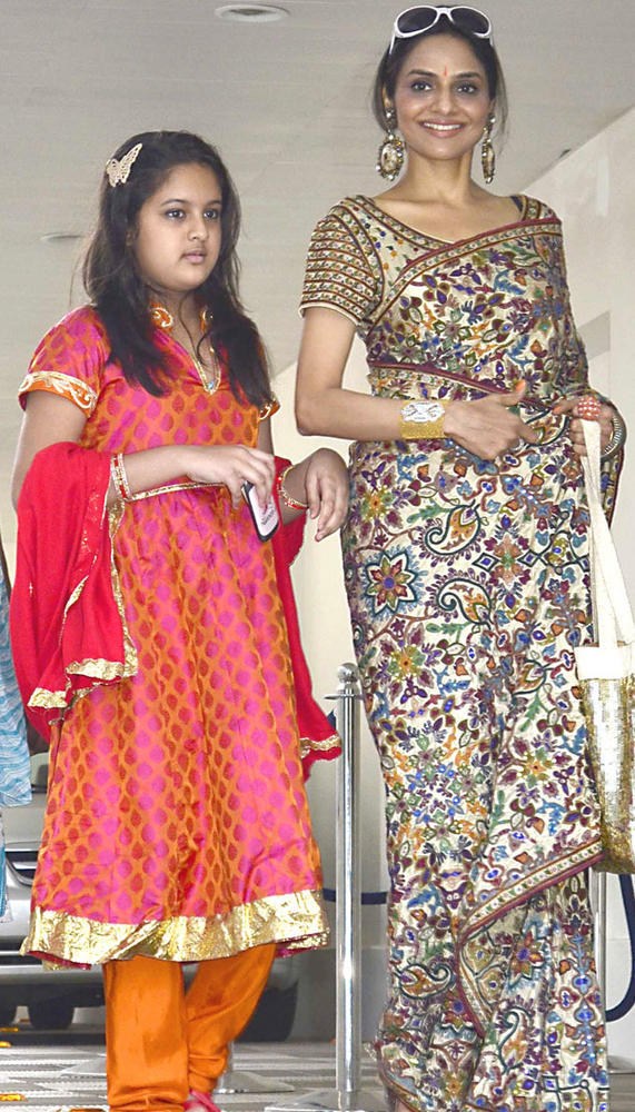 Madhoo With Her Daughter at Esha's Mehendi Ceremony Party