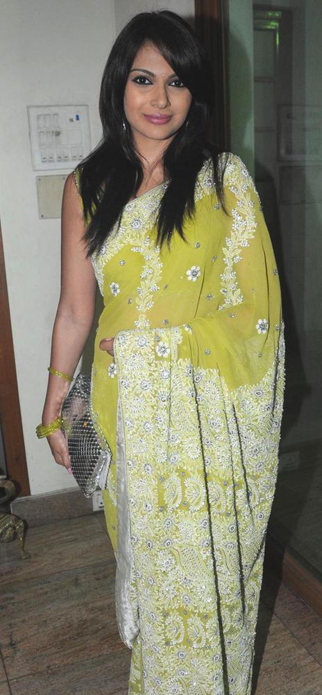 Mrinalini Sharma Looked Hot At Suraj Godambe Sangeet Ceremony