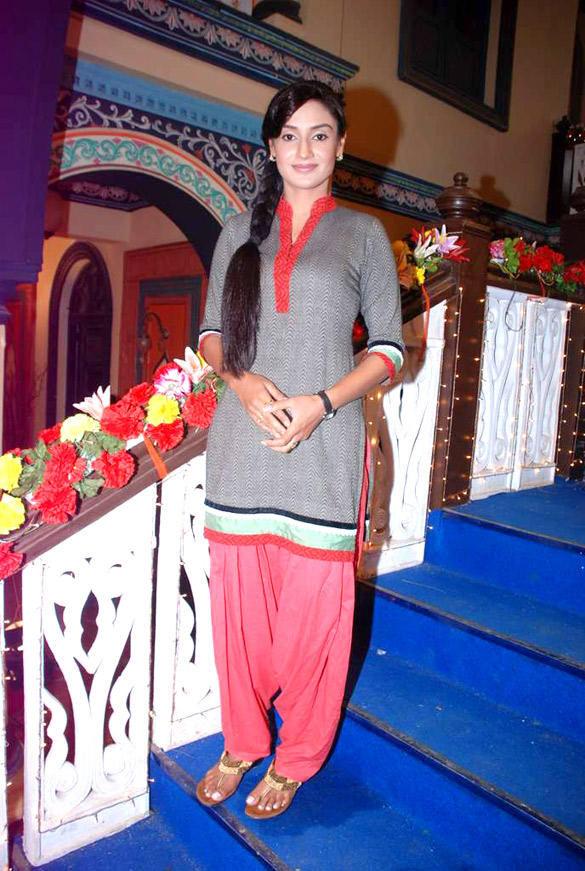 Rati Pandey On The Sets Of Hitler Didi