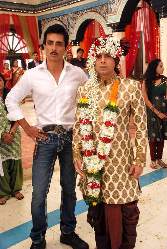 Sonu Sood and Sandeep Baswana Poses On The Sets Of Hitler Didi