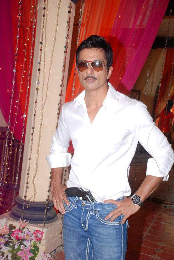 Sonu Sood On The Sets Of Hitler Didi To Promote Maximum